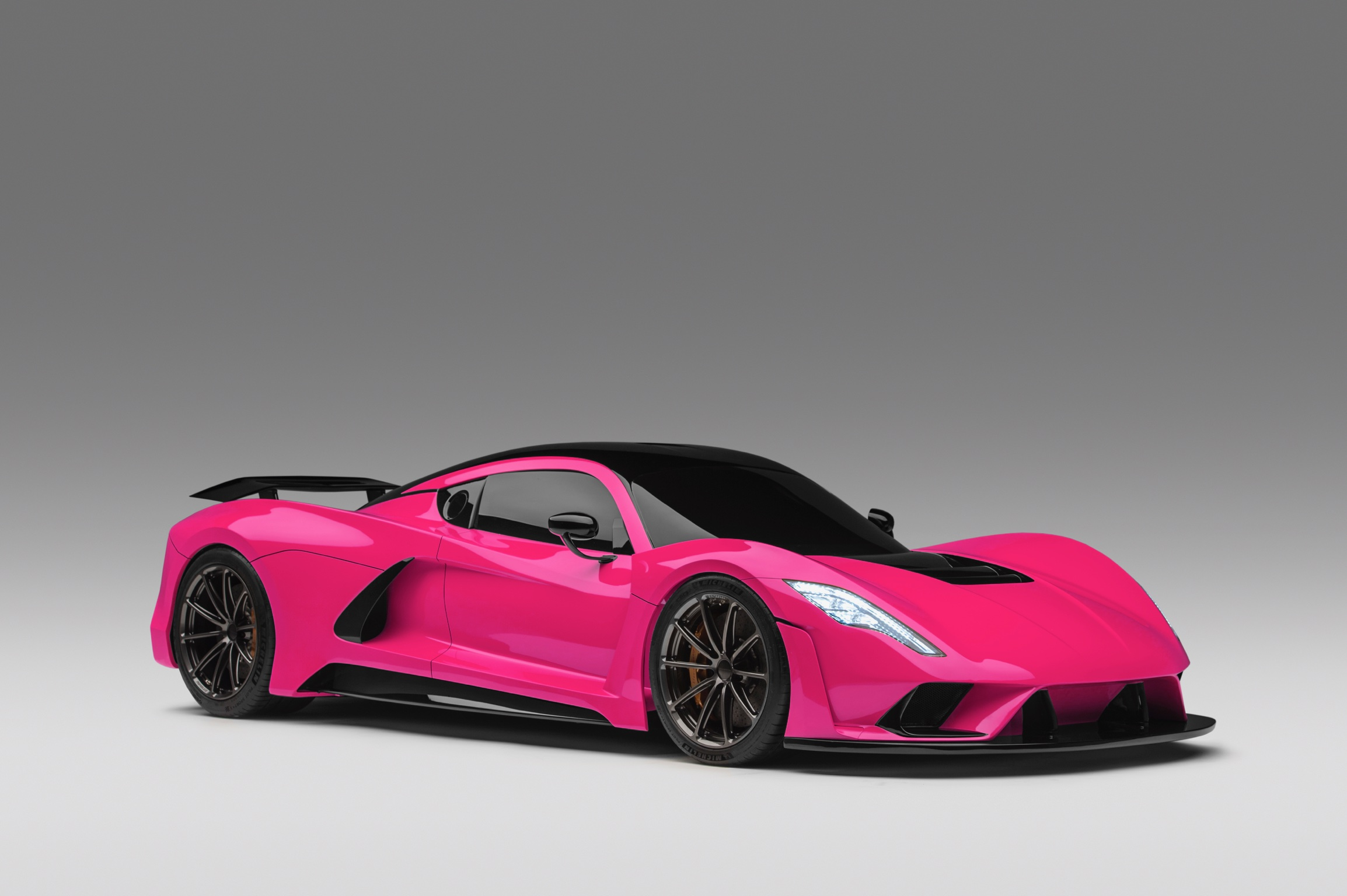Hennessey Venom F5 in Hot Pink